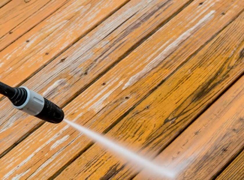 pressure-washing-wooden-deck-small-840x620